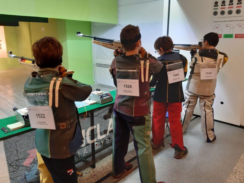 Mlade nade sk papirničar u sportskom streljaštvu