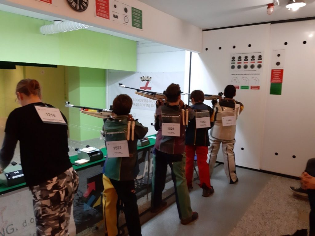 Juniori i kadeti SK Papirničar iz Rijeke u natjecanju zračnom puškom