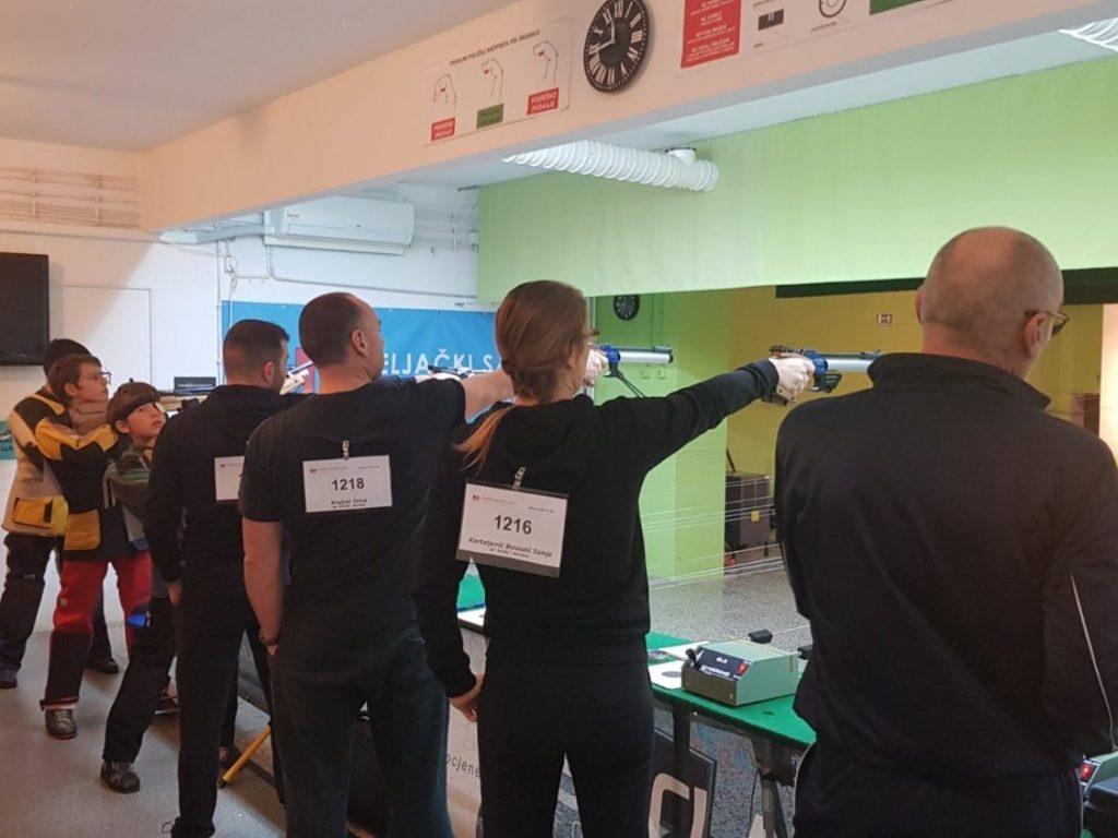 natjecatelji zračnim pištoljem streljački klub lokomotiva