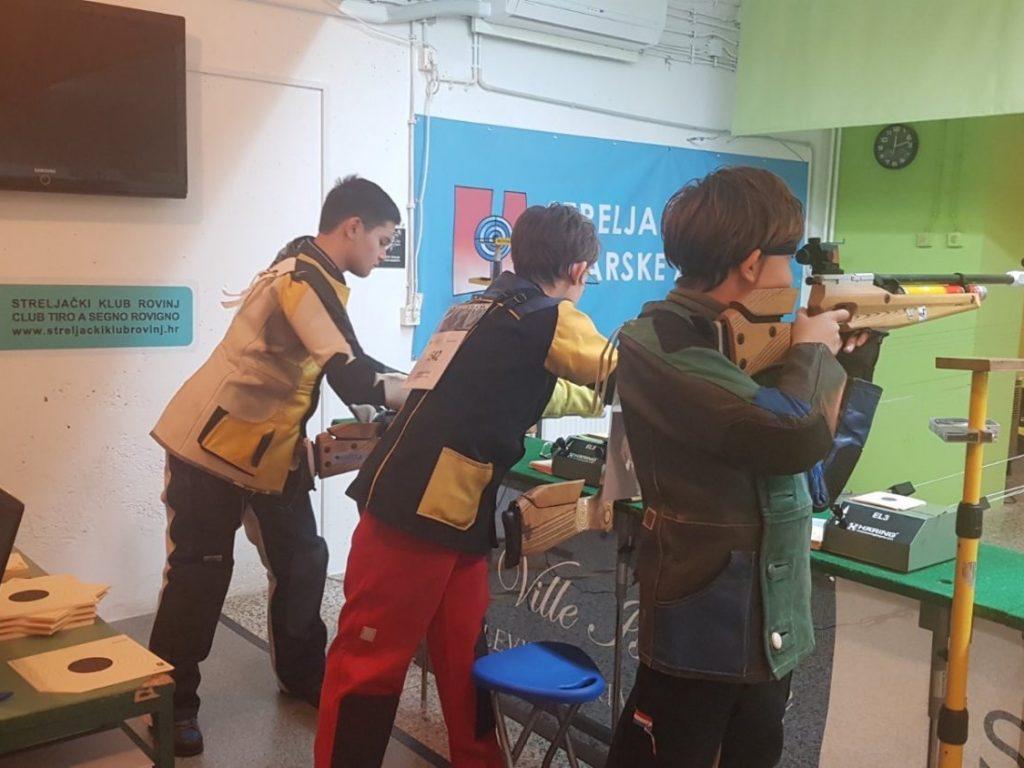 Strijelci zračnom puškom na natjecnju